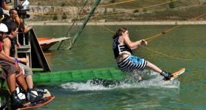 sortir de l'eau en wakeboard grâce au cable